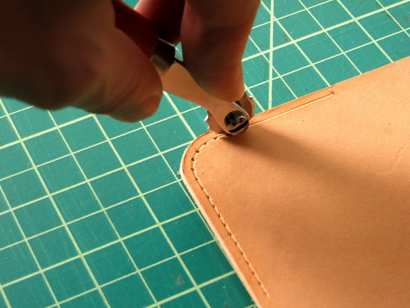 Tandy Leather Stitching Wheel on Curve